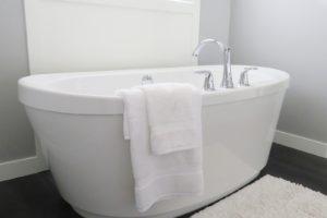 Splňte s sen o koupelně plné relaxace a luxusu prostřednictvím jedinečné, volně stojící vany